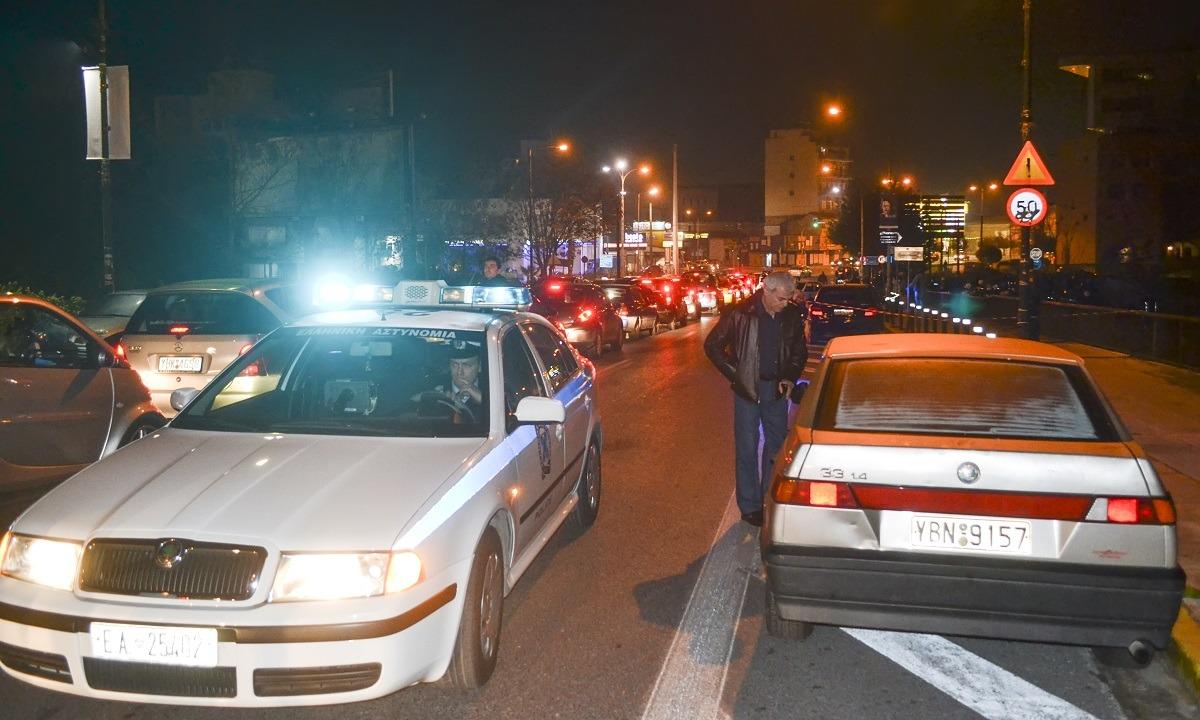 Καταδίωξη από τη Δάφνη μέχρι το Μενίδι! – Τρεις αστυνομικοί τραυματίες