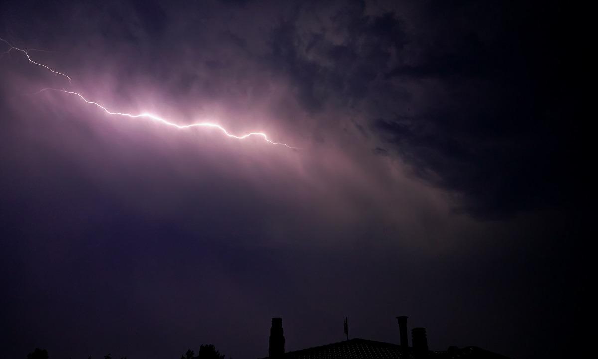 Καιρός 5/8: Καταιγίδες, χαλάζι και... καλό καλοκαίρι!