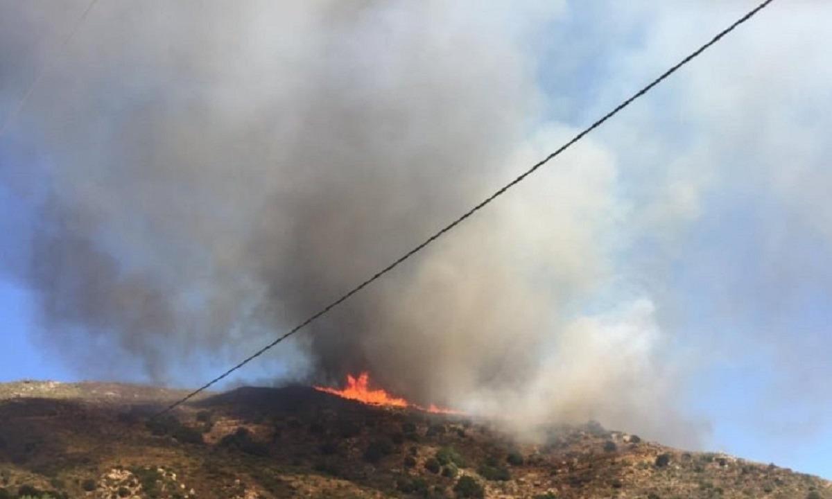Μεγάλη φωτιά στη Νάξο – Εκκενώθηκε προληπτικά οικισμός
