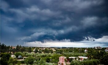 Κακοκαιρία Θάλεια: Σε ποιες περιοχές έρχονται καταιγίδες -Πότε τελειώνει (vids)