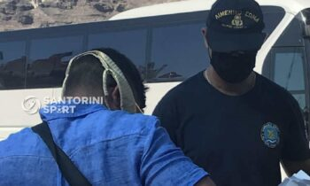 Σαντορίνη: Φόρεσε το μπικίνι της γυναίκας του για μάσκα! (pic)