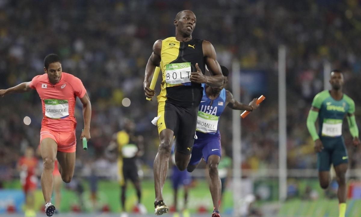 Γιουσέιν Μπολτ: Όταν ο άνθρωπος-αστραπή «έγραφε ιστορία»! (vid). Σαν σήμερα, στις 14 Αυγούστου του 2016, ο Γιουσέιν Μπολτ κατέκτησε το 3ο του χρυσό στο Ρίο, αυτή τη φορά στο 4Χ100μ.