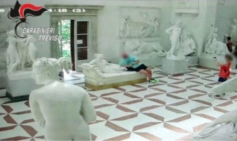 Ιταλία: Τουρίστας... άραξε πάνω σε γλυπτό 200 ετών σε μουσείο και το έσπασε! (vid)