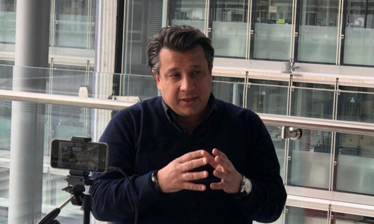 Δερμιτζάκης: «Όλα σε ένα λεπτό σκοινί, όχι σε συγκεντρώσεις άνω 30 ατόμων»