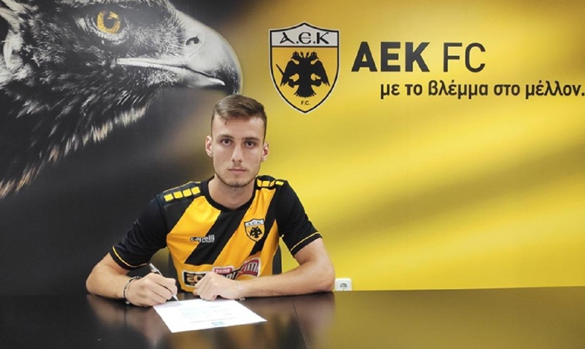ΑΕΚ: Επαγγελματίας ο νεαρός διεθνής Αλβανός Μάριο Μιτάι. Το πρώτο του επαγγελματικό συμβόλαιο με την ΑΕΚ υπέγραψε ο διεθνής με την Κ16, Κ17 και αρχηγός της Κ18 της Αλβανίας, Μάριο Μιτάι!