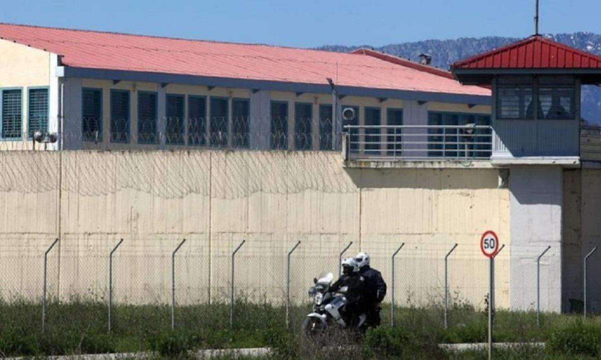 Τρίκαλα: Κρατούμενος έκρυψε στον… πρωκτό του τρία κινητά τηλέφωνα!