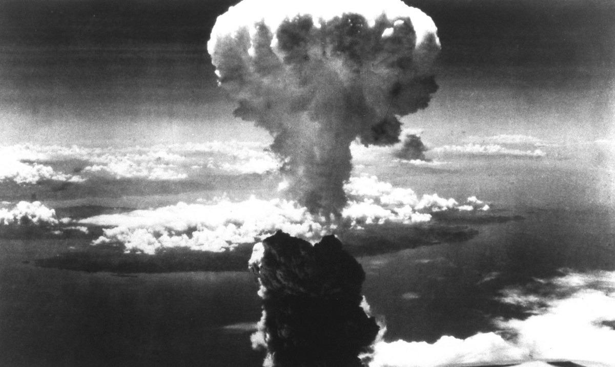 6/8/1945: Η ατομική βόμβα σκορπά τον όλεθρο στη Χιροσίμα (vid). Σαν σήμερα στις 6 Αυγούστου 1945 η ρίψη της ατομικής βόμβας στη Χιροσίμα.