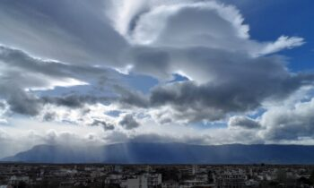 Καιρός 11/8: Μπόλικη ζέστη με συννεφιά