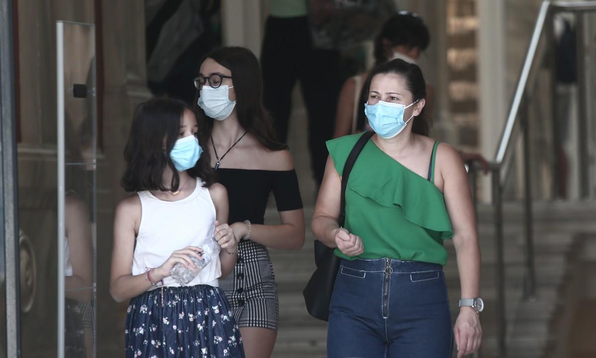 Πρόβλεψη που σπέρνει πανικό: Μάσκα παντού, τηλεργασία, lockdown αλλιώς 700 κρούσματα το 24ωρο. Oι προβλέψεις της ερευνητικής ομάδας HERACLES και του ΑΠΘ για...
