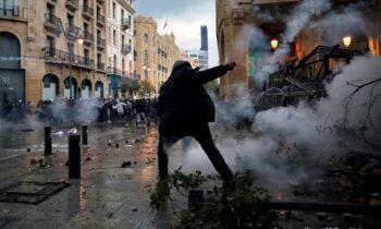 Χάος επικρατεί στον Λίβανο: Παραιτήθηκε η κυβέρνηση μετά τη φονική έκρηξη στη Βηρυτό