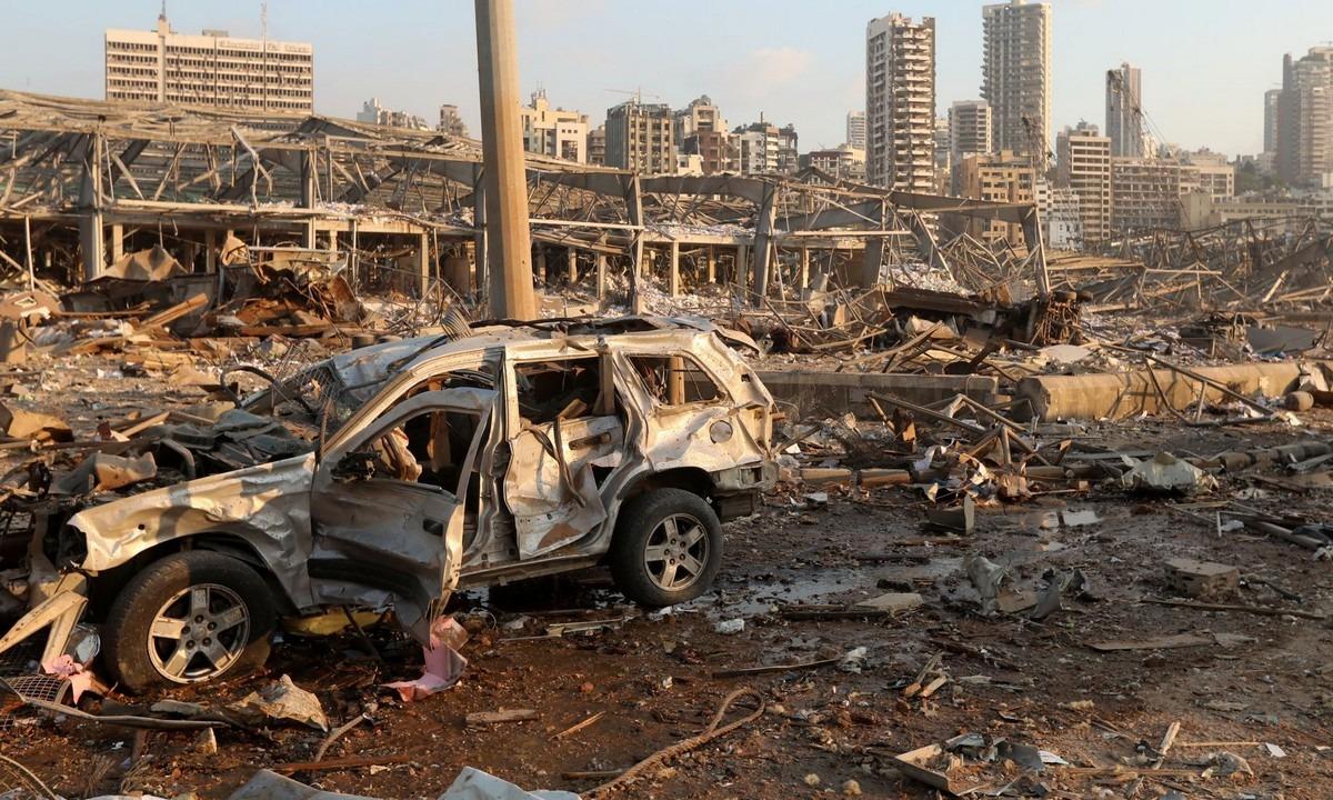 Βηρυτός – Το απόλυτο σοκ: Πάνω από 100 οι νεκροί- Ψάχνουν επιζώντες στα συντρίμμια (vids). Επιζώντες σε μια θάλασσα από συντρίμμια συνεχίζουν να αναζητούν τα...