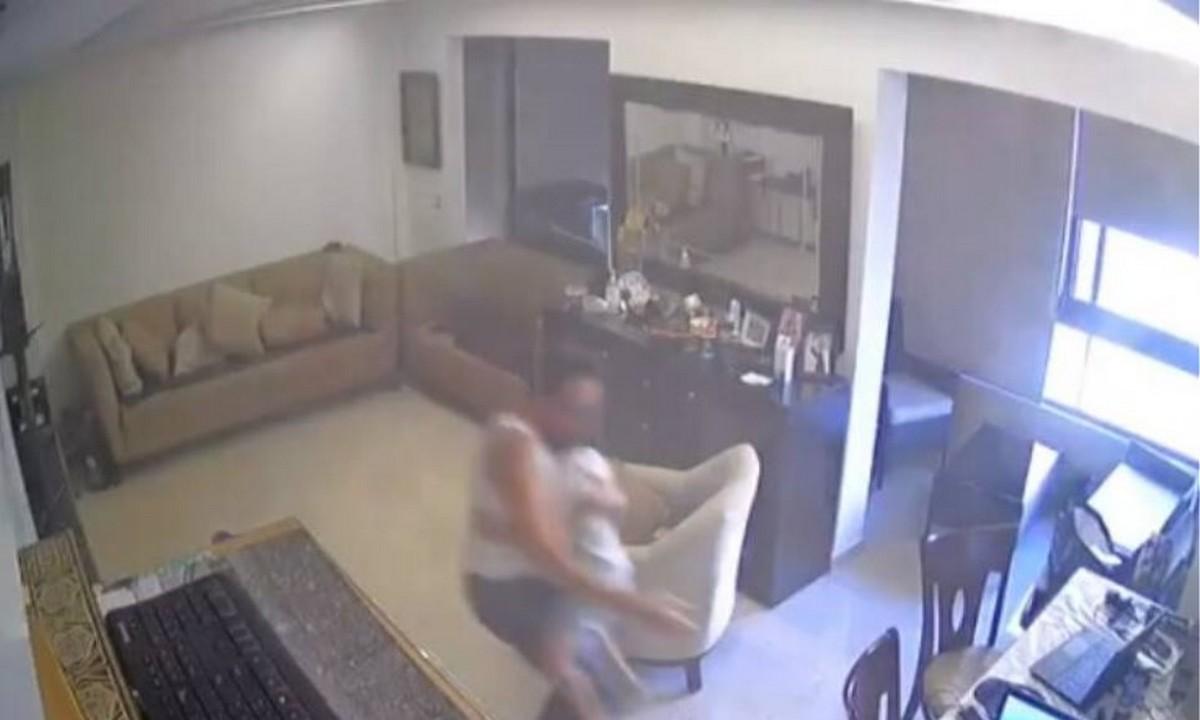 Βηρυτός: Συγκλονιστικό video – Πατέρας προσπαθεί να σώσει τον γιο του. Τα λόγια χάνουν τη σημασία τους μπροστά στις εικόνες αποκάλυψης...