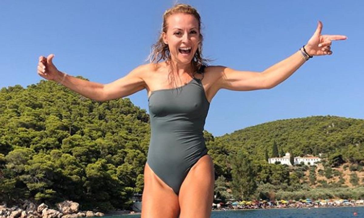 Η Λίλα Κουντουριώτη κάνει ντους στην παραλία και μας… στέλνει! (pics). Η Λίλα Κουντουριώτη είναι μία από τις πιο κομψές παρουσιάστριες της ελληνικής τηλεόρασης και δικαίως γνωρίζει την αποθέωση στο instagram.