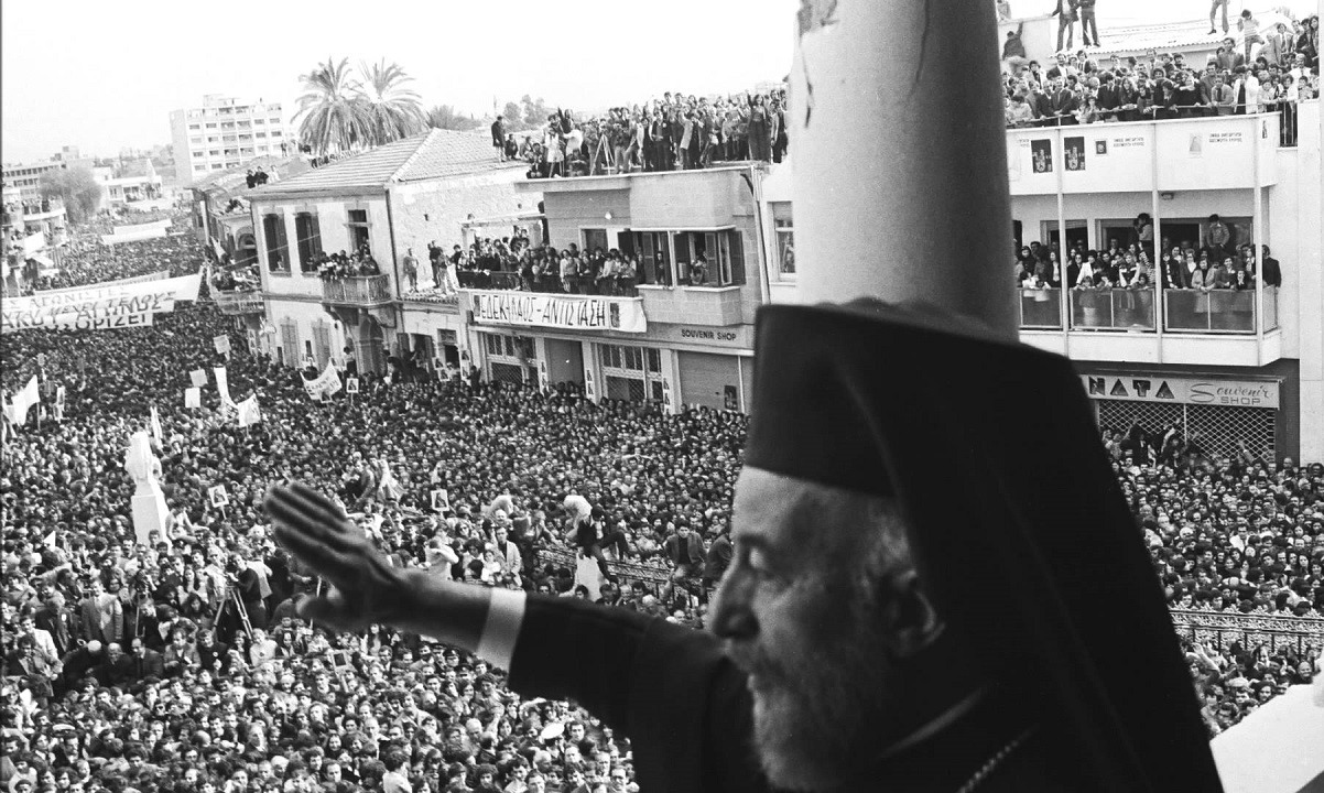 Αρχιεπίσκοπος Μακάριος: Όταν η καρδιά της Κύπρου έπαψε να χτυπά. Πριν από 40 χρόνια, στις 5.15 το πρωί της 3ης Αυγούστου 1977, πέθανε στην Αρχιεπισκοπή, στη Λευκωσία, ο Αρχιεπίσκοπος Κύπρου Μακάριος Γ΄ (1913-1977), ο πρώτος πρόεδρος της Κυπριακής Δημοκρατίας (1960-1977).