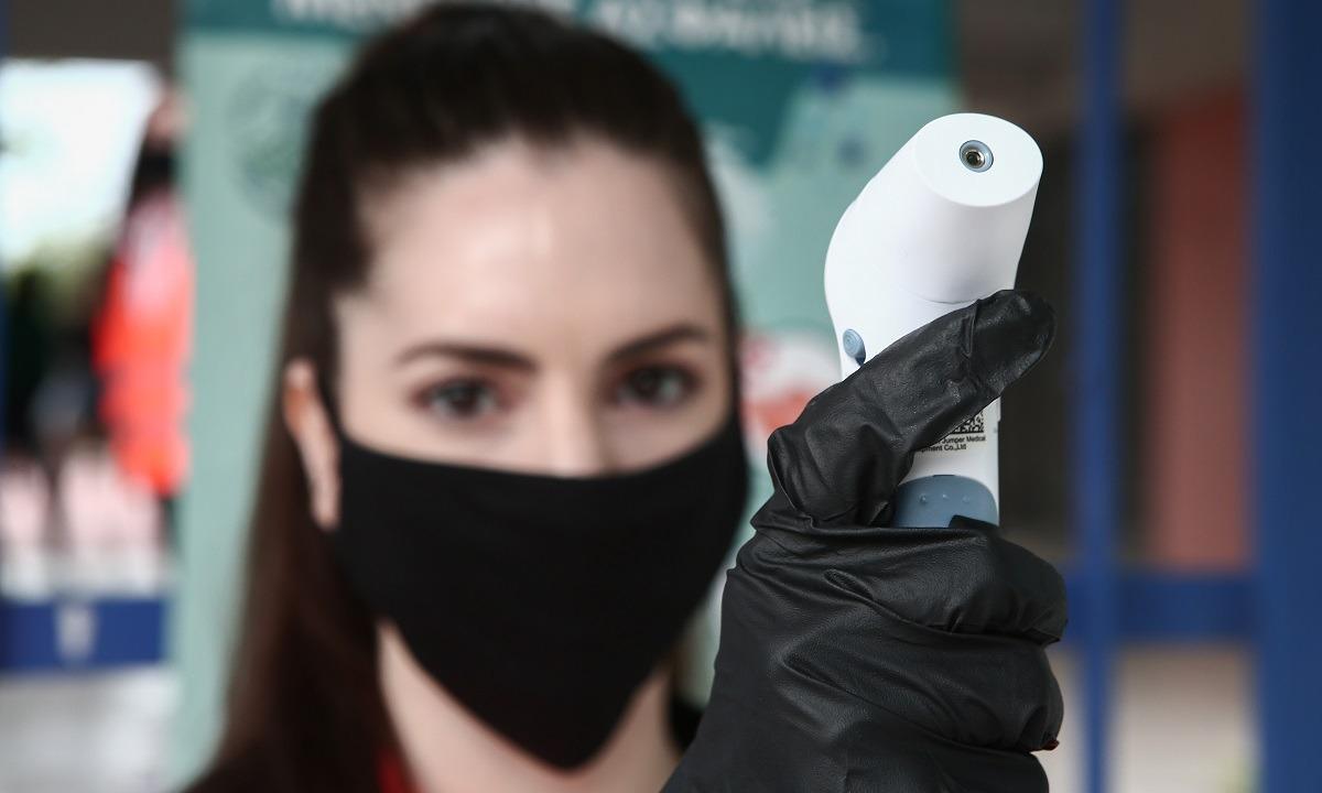 Καθηγητής Εξαδάκτυλος: «Τι ισχύει για μάσκες και ασπίδες – Πότε συνίσταται σε παιδιά»