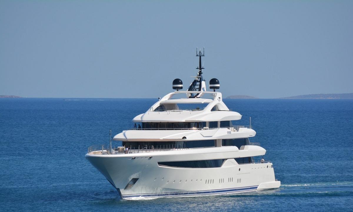 O' Pari: Εντυπωσιάζει το ελληνικής κατασκευής mega yacht «κόσμημα» στη Μαρίνα Ζέας (vid)