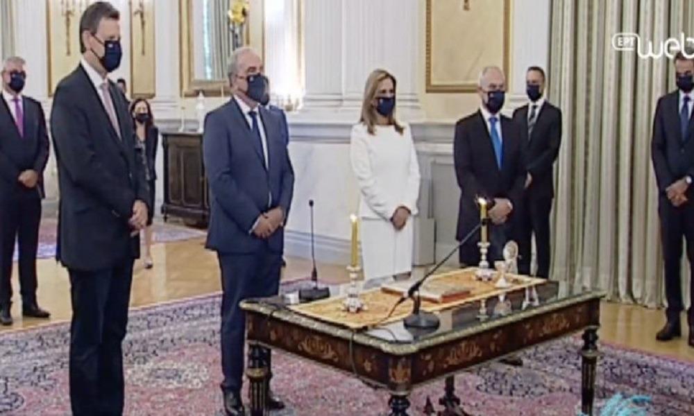Ορκίστηκαν τα νέα μέλη της κυβέρνησης. Ορκίστηκαν τα νέα μέλη της κυβέρνησης ενώπιον της προέδρου της...