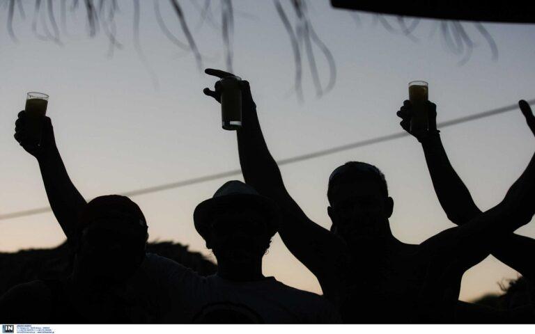 Κορονοϊός: Στα 36 ο μέσος όρος ηλικίας όσων νόσησαν τον Αύγουστο