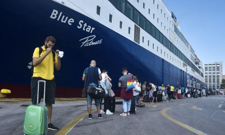 Ουρές στο λιμάνι του Πειραιά: Αναχωρούν οι αδειούχοι του Δεκαπενταύγουστου