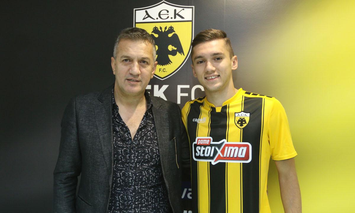 Ρέφικ Σαμπανάτζοβιτς: «Του χρόνου είναι η χρονιά του Ανέλ». Συνέντευξη έδωσε ο παλαίμαχος ποδοσφαιριστής της ΑΕΚ, Ρεφίκ Σαμπανάτζοβιτς, όπου και μίλησε για τον γιο του Ανελ Σαμπανάτζοβιτς που αγωνίζεται τώρα στην Ένωση.