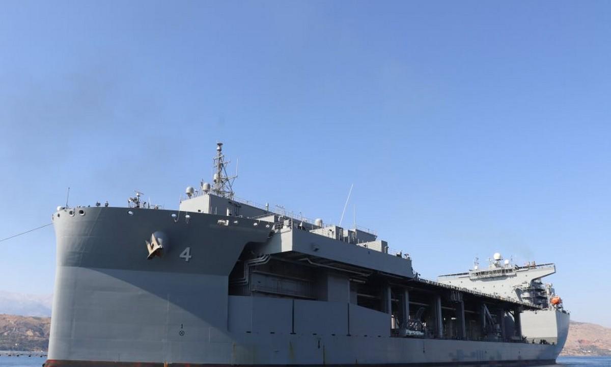 Εντυπωσιακές φωτογραφίες: Το τεράστιο USS Hershel «Woody» Williams που κατέπλευσε στη Σούδα