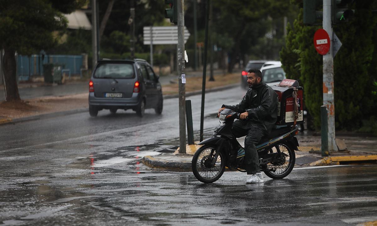 Αθήνα: Δεύτερη ημέρα καλοκαιρινής βροχής (pics). Έβρεξε στην πρωτεύουσα της χώρας...
