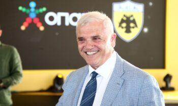 Ο Δημήτρης Μελισσανίδης βρέθηκε σήμερα το μεσημέρι στην Περιφέρεια Αττικής για το νέο γήπεδο της ΑΕΚ στη Νέα Φιλαδέλφεια.