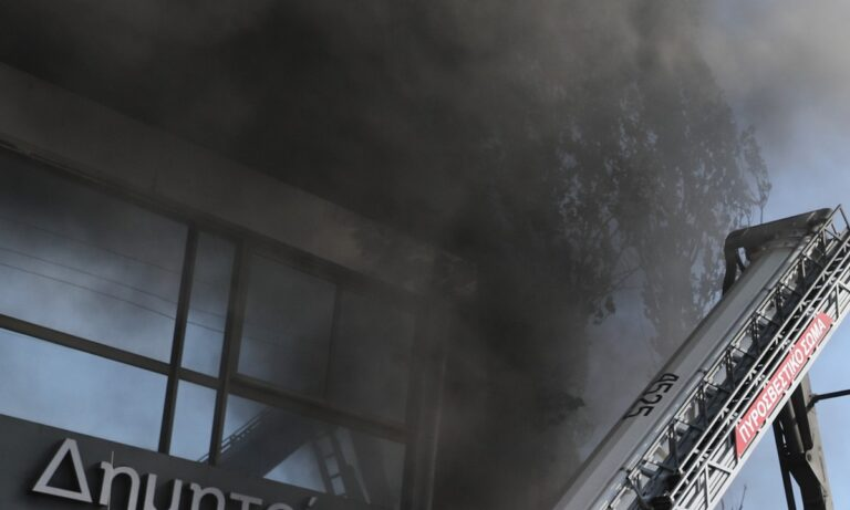 Φωτιά στον Μαραθώνα – Επιχειρούν 18 άνδρες