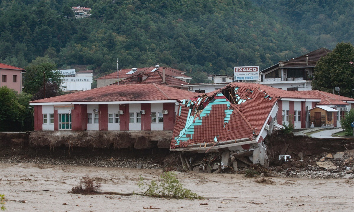Κακοκαιρία Ιανός: Εικόνες βιβλικής καταστροφής στην Καρδίτσα (vid)