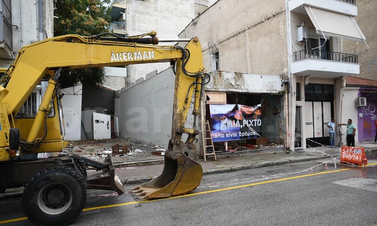 Λάρισα: Γκρεμίστηκε ιστορικός οίκος ανοχής στην Λάρισα με live μπουζούκια και ζεμπεκιές! (vids+pics)