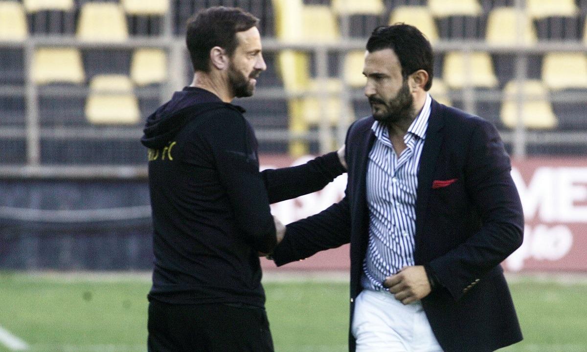 Άρης: Ο Καρυπίδης τα είπε με τον Άκη Μάντζιο στον αγωνιστικό χώρο (pics)