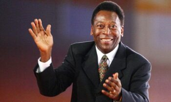 1/10/1977 - Πελέ: Το «Μαύρο Διαμάντι» του παγκοσμίου ποδοσφαίρου λέει «αντίο» στα γήπεδα (vid)