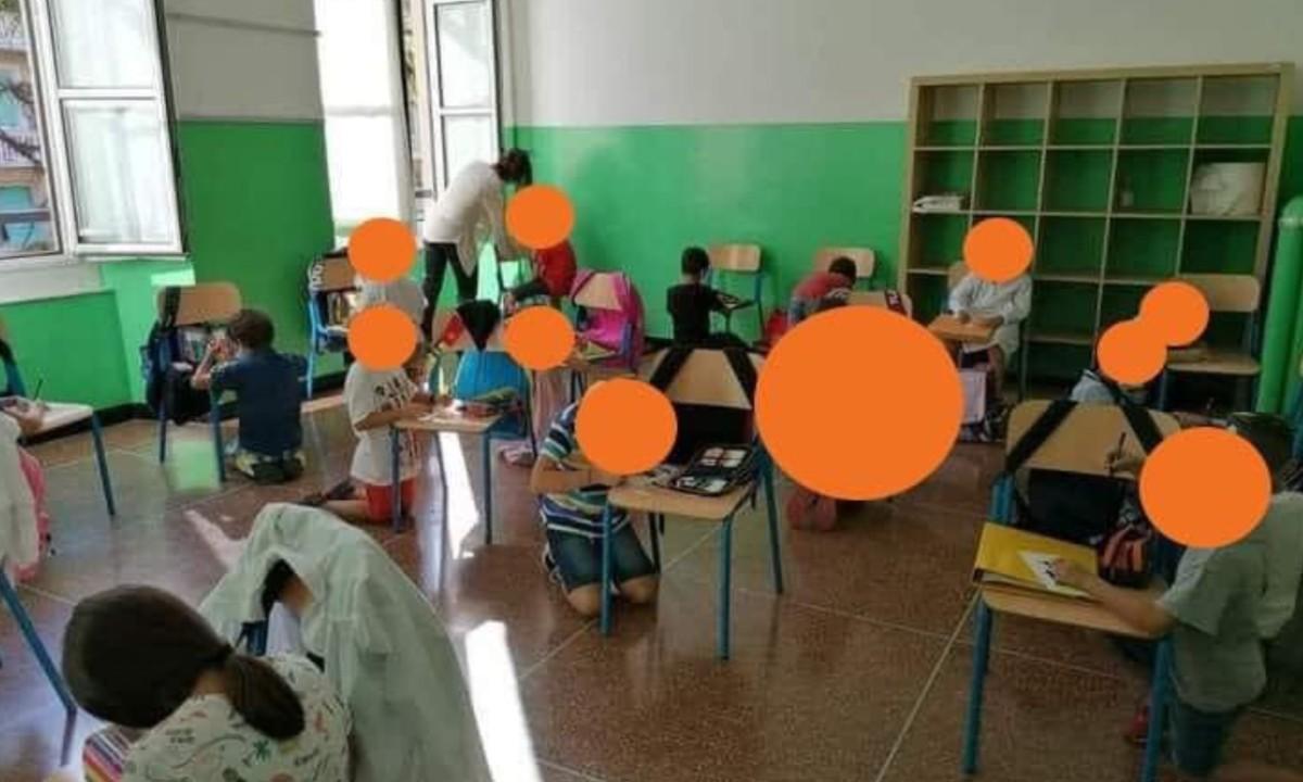 Ιταλία – Απίστευτο: Μαθητές κάθονται στο πάτωμα και ζωγραφίζουν ακουμπώντας στις καρέκλες (pic)