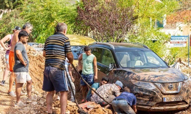 Κεφαλονιά: Παλεύοντας με την λάσπη (pics)