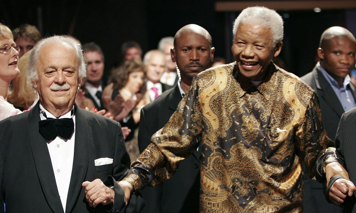Πέθανε ο Έλληνας δικηγόρος του Μαντέλα, Τζορτζ Μπίζος (vid)