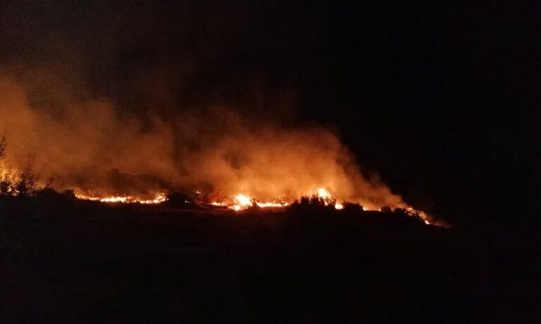 Φωτιά σε Κερατέα - Ανάβυσσο: Ολονύχτια η μάχη με τις φλόγες (vid)