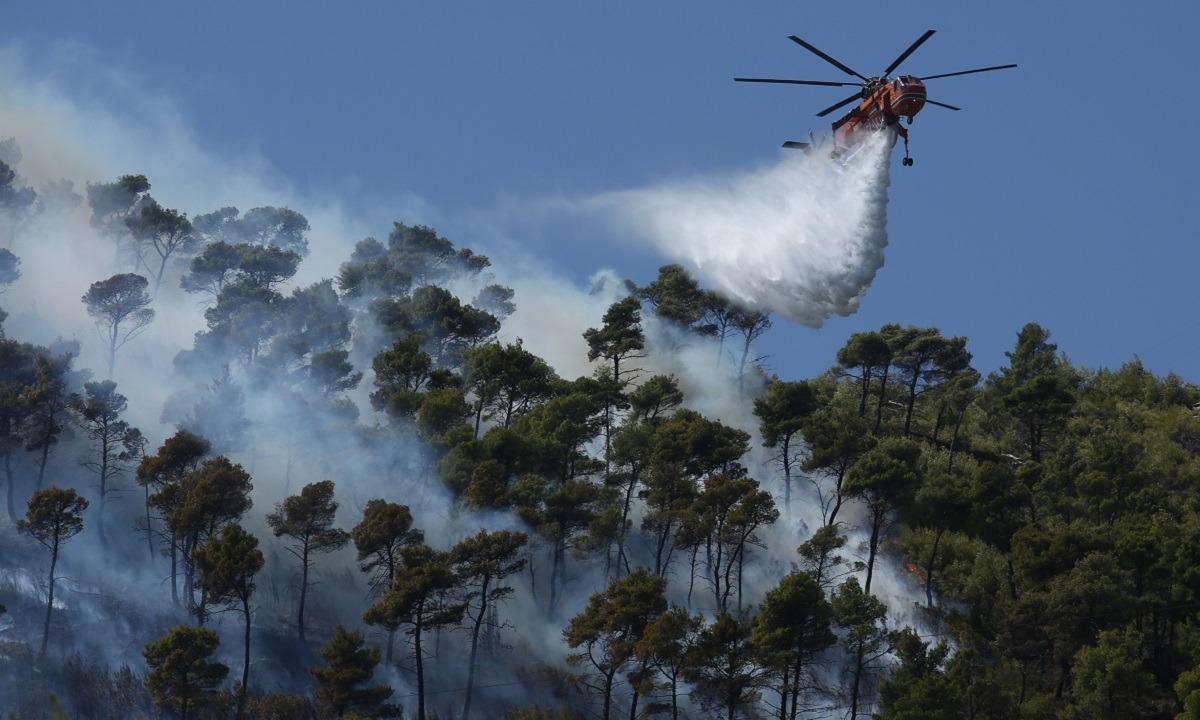 Πυρκαγιά – Καλύβια: Εκκενώνονται και οι οικισμοί Όλυμπος και Αγροτικής Τράπεζας