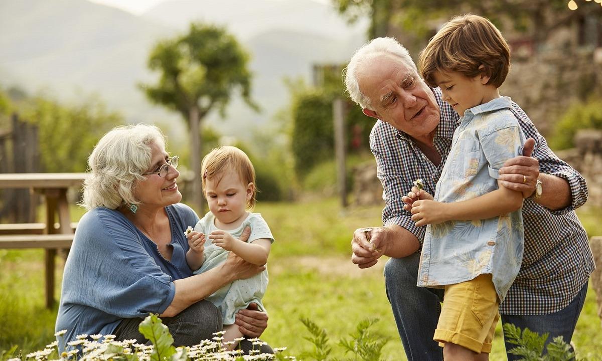 Πρωτοδικείο: Και οι παππούδες θα πληρώνουν διατροφή για τα ανήλικα εγγόνια τους
