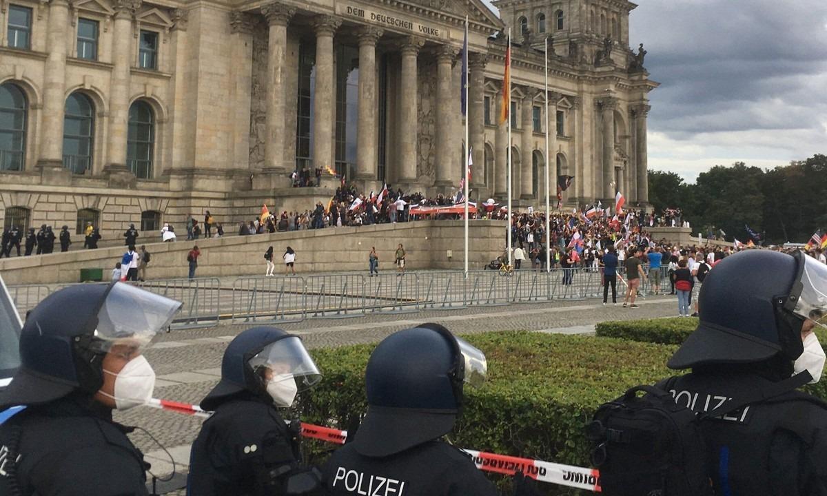 Απόπειρα εισβολής στο γερμανικό κοινοβούλιο – Σοκαρισμένος ο Κουρτς