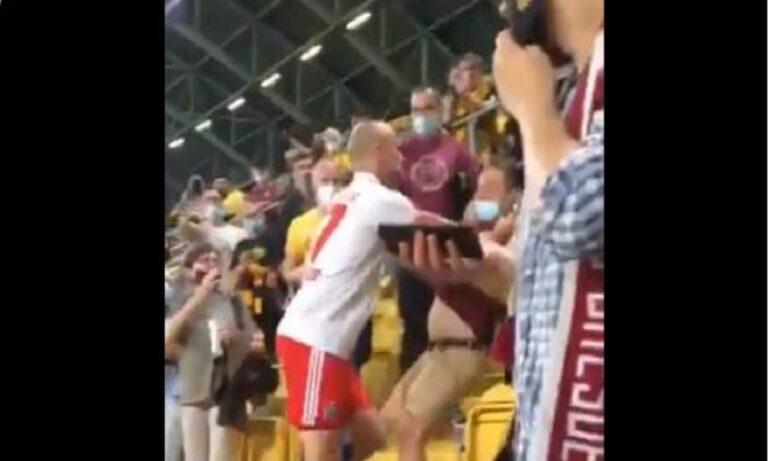 Αμβούργο: Ποδοσφαιριστής πλακώθηκε με οπαδό στο ξύλο (vid)