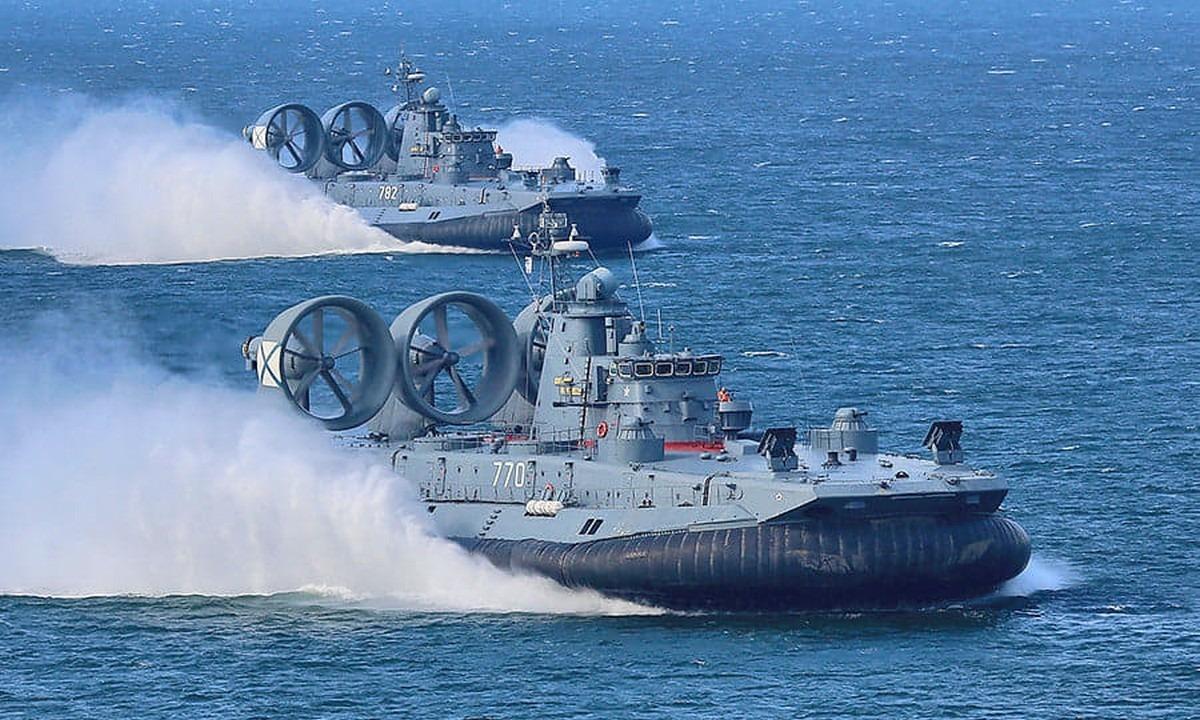 Ένοπλες Δυνάμεις: Εντυπωσιακά πλάνα απο τα «Ιπτάμενα» πλοία Ταχείας Μεταφοράς ZUBR (vid)