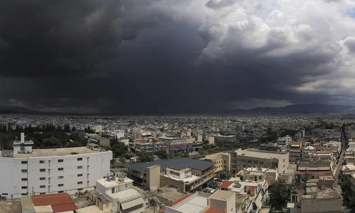Κακοκαιρία «Ιανός»: Τα τέσσερα σενάρια για την πορεία της καταιγίδας. Σε κατάσταση συναγερμού έχουν τεθεί οι υπηρεσίες από την Κεντρική...