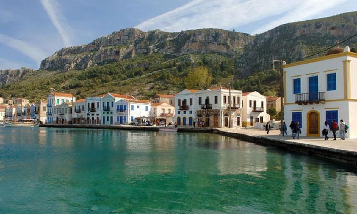 Καστελόριζο: Αποκλεισμό του νησιού επιχειρούν οι Τούρκοι