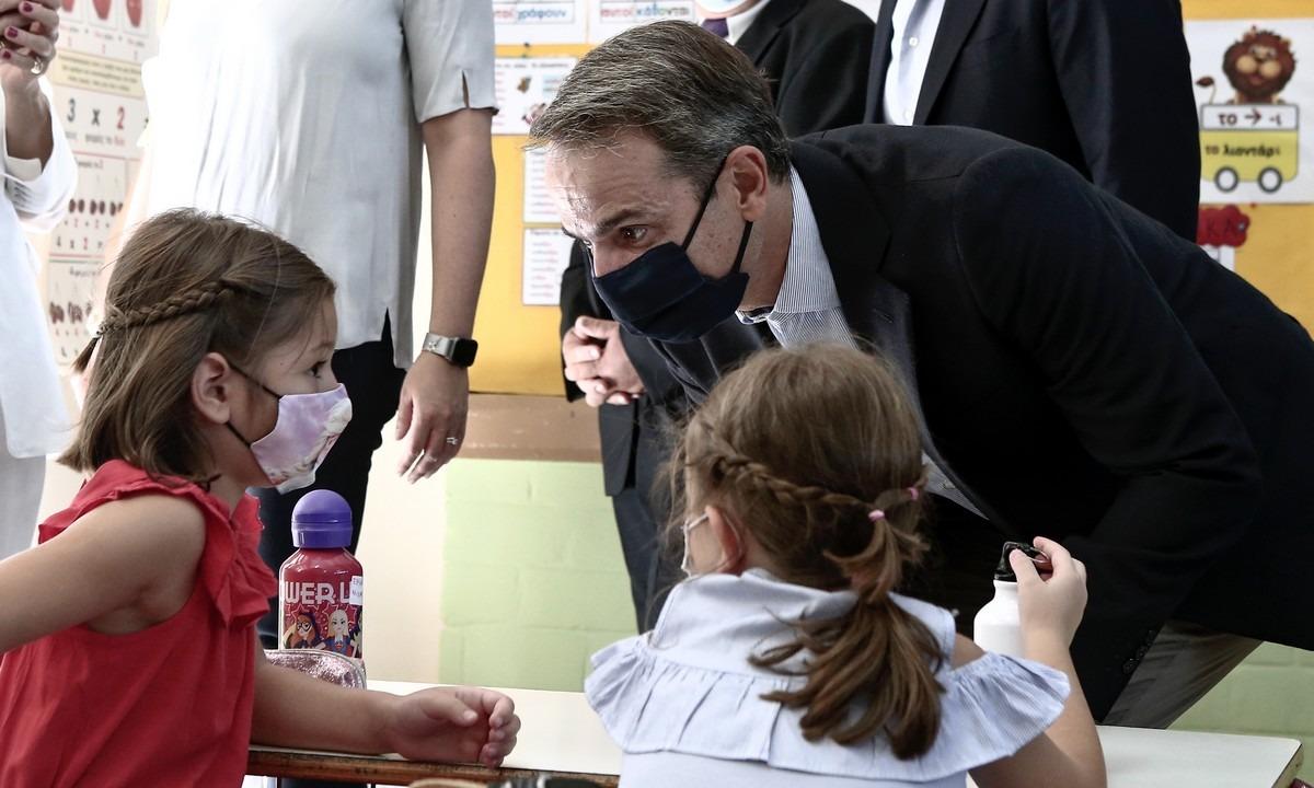 Μητσοτάκης σε μαθητές: «Σας θαυμάζω που φοράτε μάσκα»