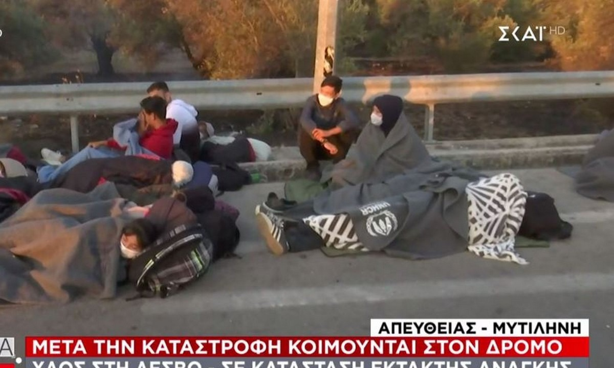 Μόρια – Εικόνες ντροπής: Χιλιάδες κοιμούνται στο δρόμο (pics)