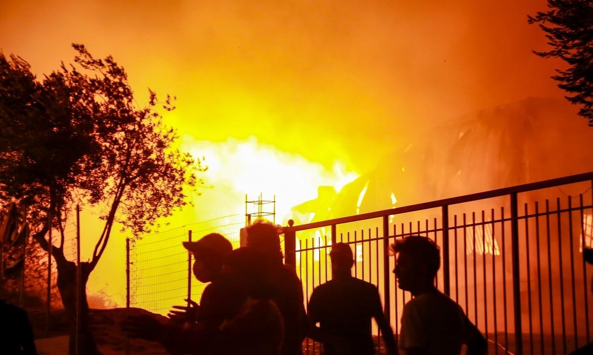 Μόρια: «Κι εγώ φωτιά θα έβαζα» – Έντονες αντιπαραθέσεις μετά από ανάρτηση μέλους του ΣΥΡΙΖΑ