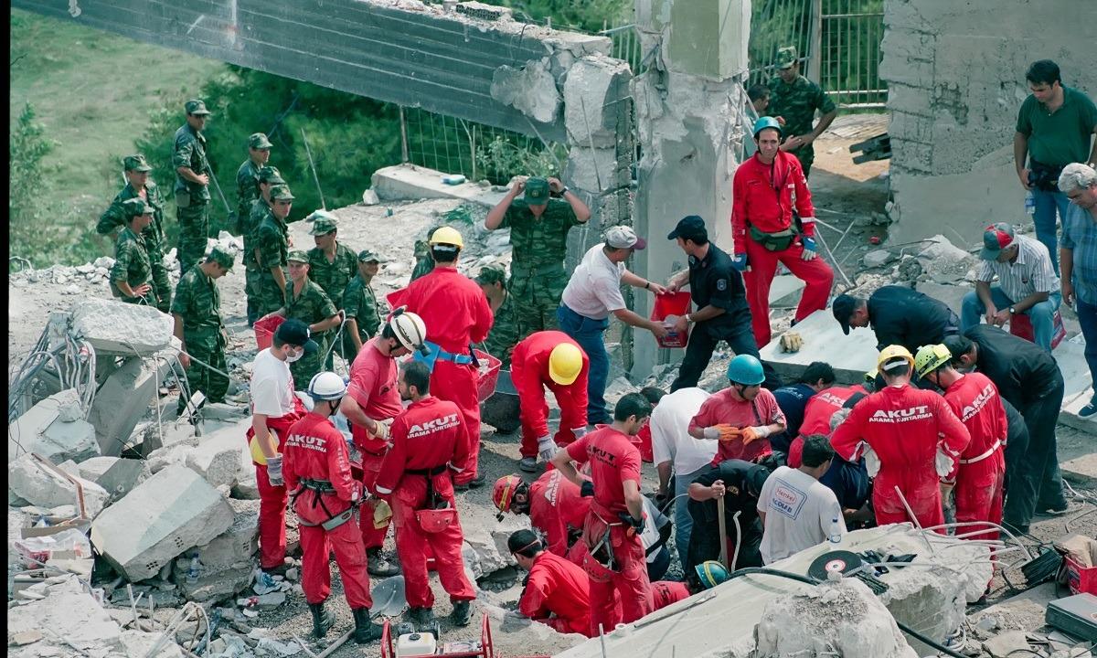 7 Σεπτεμβρίου: Ο φονικός σεισμός της Πάρνηθας (pics-vids)