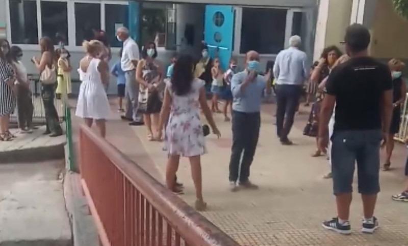 Γονείς εναντίον διευθυντή σε νηπιαγωγείο στο Βόλο (Video)
