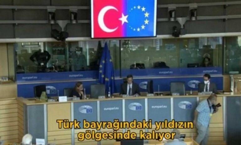 Τσαβούσογλου: Ξύλο από την Ευρώπη – Εμφάνισε σε ημισέληνο τη σημαία της ΕΕ
