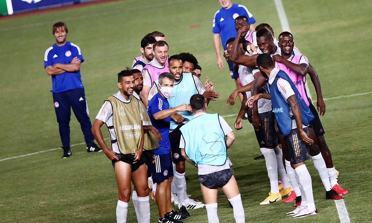Ολυμπιακός: Περίμεναν τον Βαλμπουενά στο γήπεδο για χρόνια πολλά (pics)